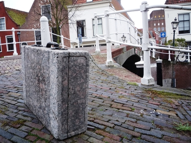 In Leiden, there are six stone suitcases to commemorate the Jewish people of Leiden who were arrested by the Nazis during the Second World War.