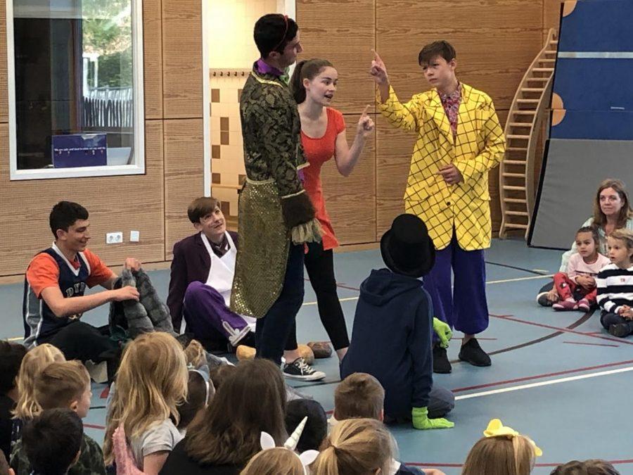 Theatre+I+students+perform.
